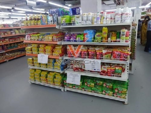 kệ siêu thị tôn liền bày hàng