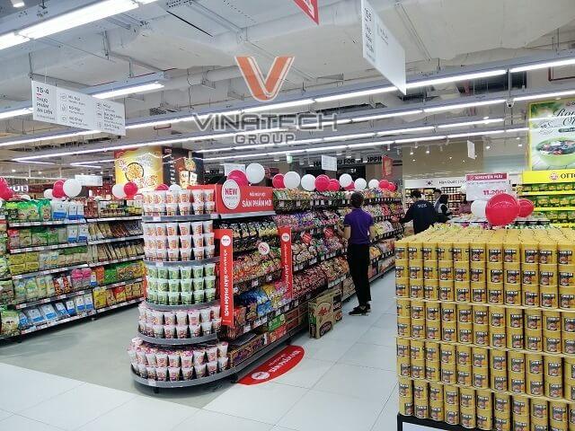 kệ trưng bày hàng hóa trong siêu thị