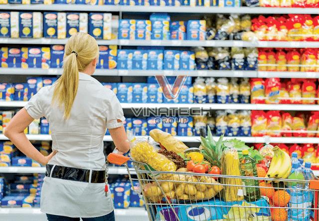 xe đẩy đựng hàng hóa trong siêu thị