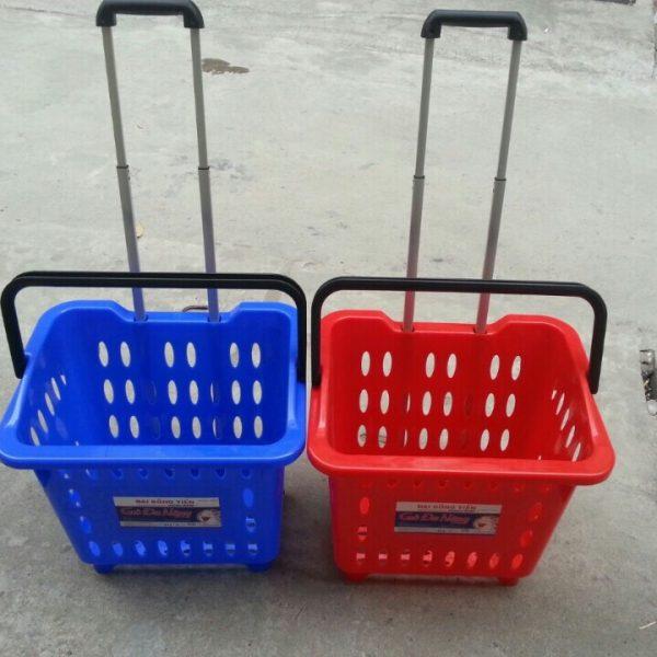 giỏ kéo trong siêu thị