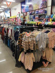 kệ để quần áo trẻ em
