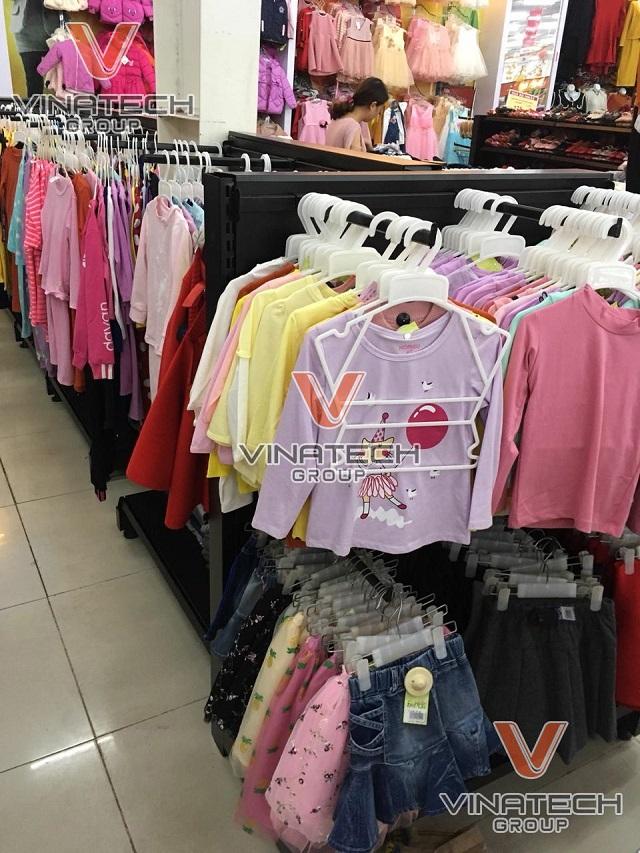 kệ bán quần áo