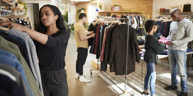 cách trưng bày cửa hàng quần áo thời trang
