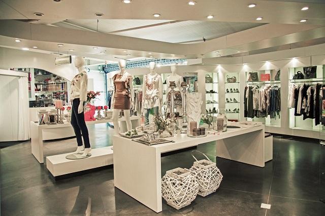 cách trưng bày shop quần áo nữ