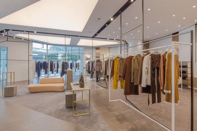 trưng bày shop quần áo