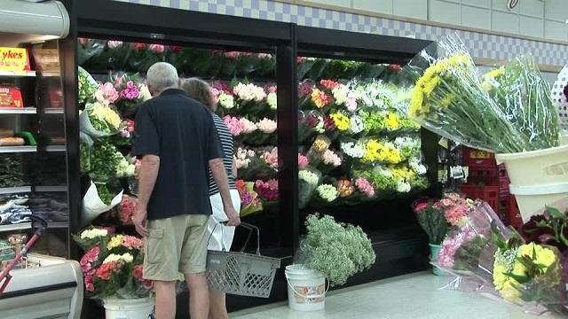 kệ trưng bày hoa siêu thị