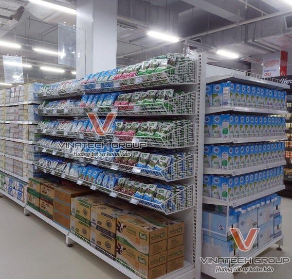 Một mẫu kệ rổ mỳ để hàng siêu thị